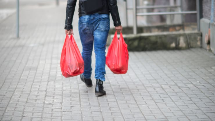 New York's plastic bag ban is a lesson in how consumers treat money